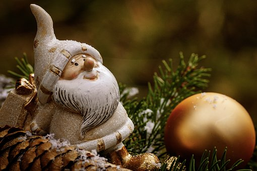 Traditional Christmas Decoration For Your Home: Merry Christmas!