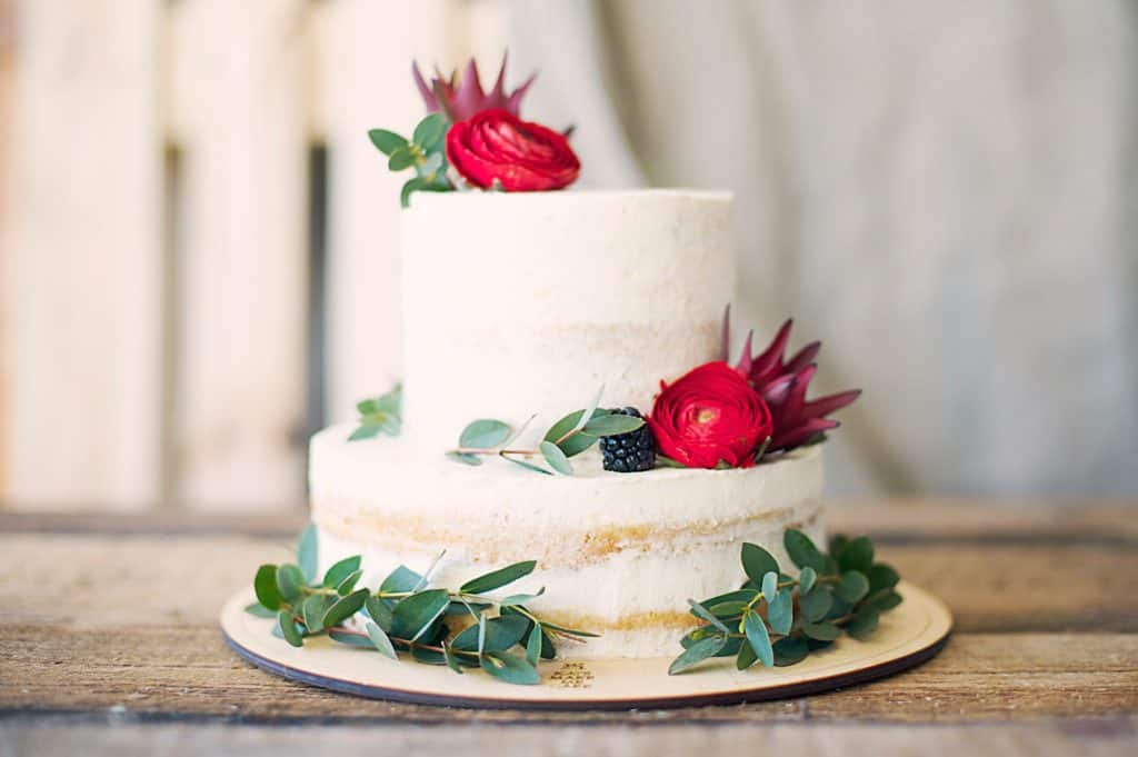 Choosing Simple Ingredients for Decorating Your Cake